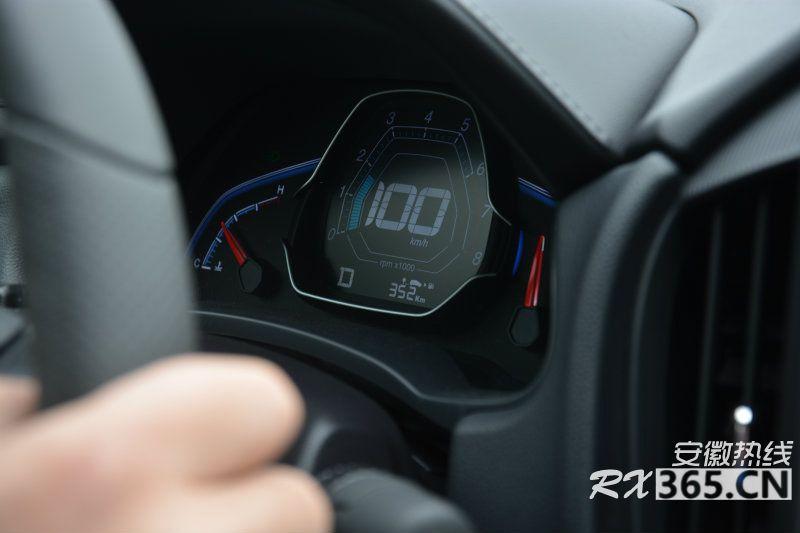 Luxgen S3 4.jpg