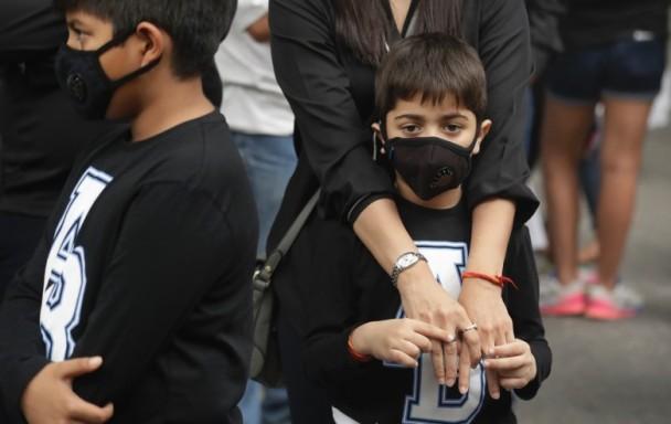 印度德里雾霾严重 政府宣布停课3天