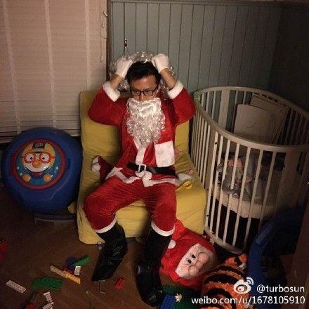欢庆圣诞竟送医!邓超扮圣诞老人大过敏 孙俪哭笑不得