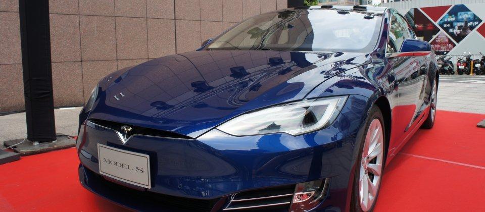 Tesla Motors改名为Tesla,准备跨足太阳能领域