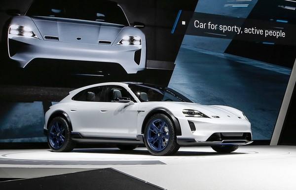 保时捷日内瓦推电动概念车搏版面 量产版2019年问世