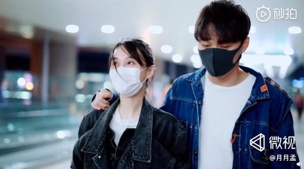 ▲郑爽男友张恒到机场接机。(图/翻摄自微博/月月孟)